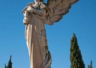 Escultura frontal de l'àngel