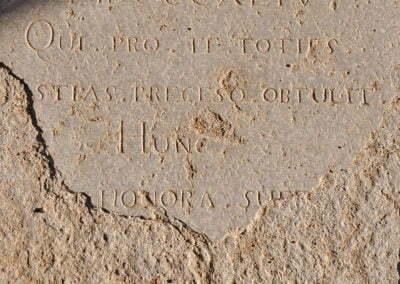 Detalls d'una làpida
