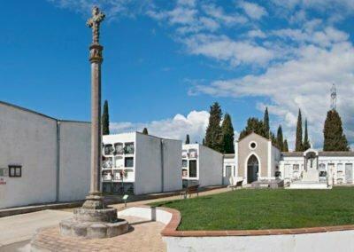 Primer recinte del cementiri des de l'est